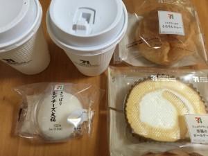 セブンカフェのコーヒー シュークリーム レアチーズ大福 ロールケーキ
